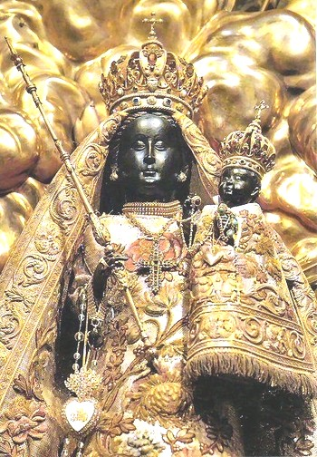 Moorish Jesus and Mary clad in gold